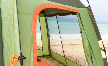夏キャンプの暑さ対策!テント選びのポイントやおすすめの100均冷感グッズ
